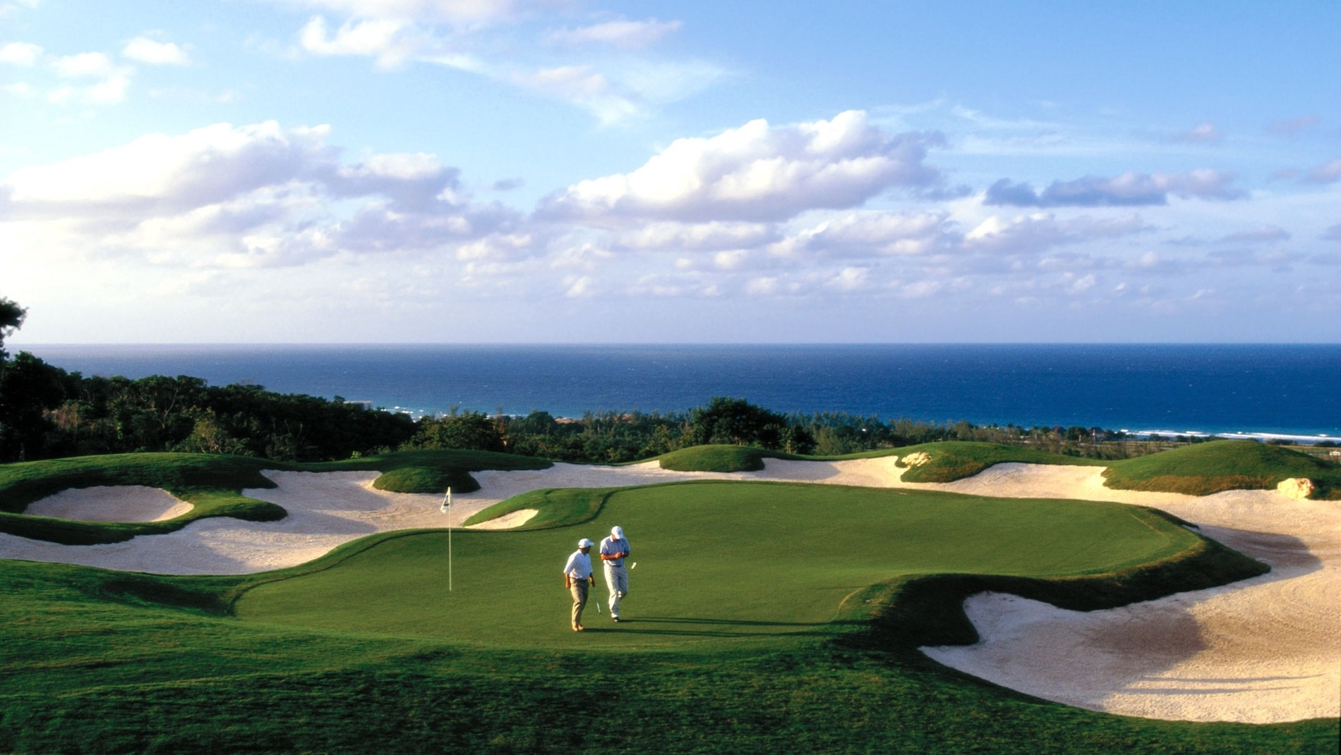 Un teren de golf foarte bine amenajat, spre deliciul turiștilor