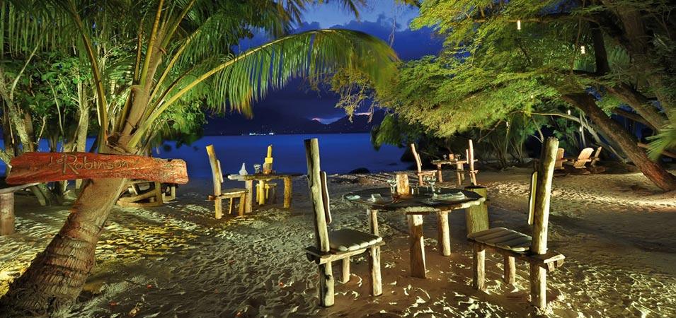 Cină romantică pe plajă