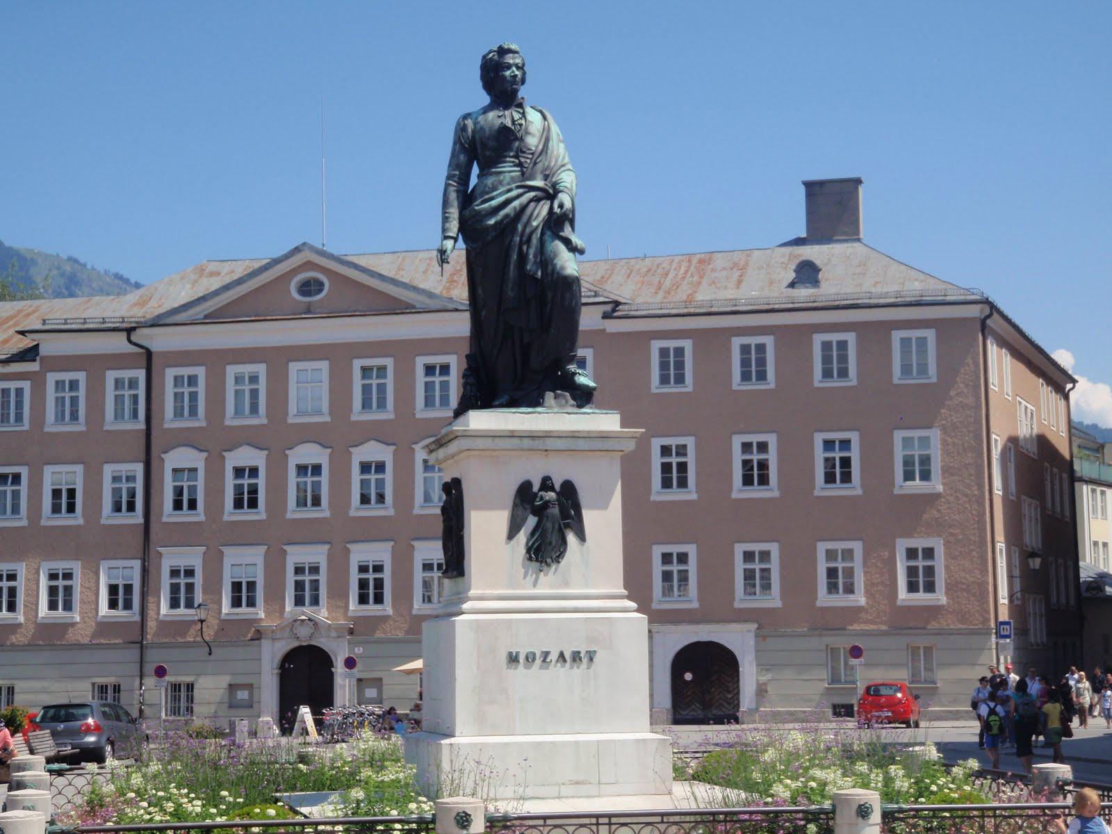 Statuia lui Mozart, oraşul Salzburg, Austria