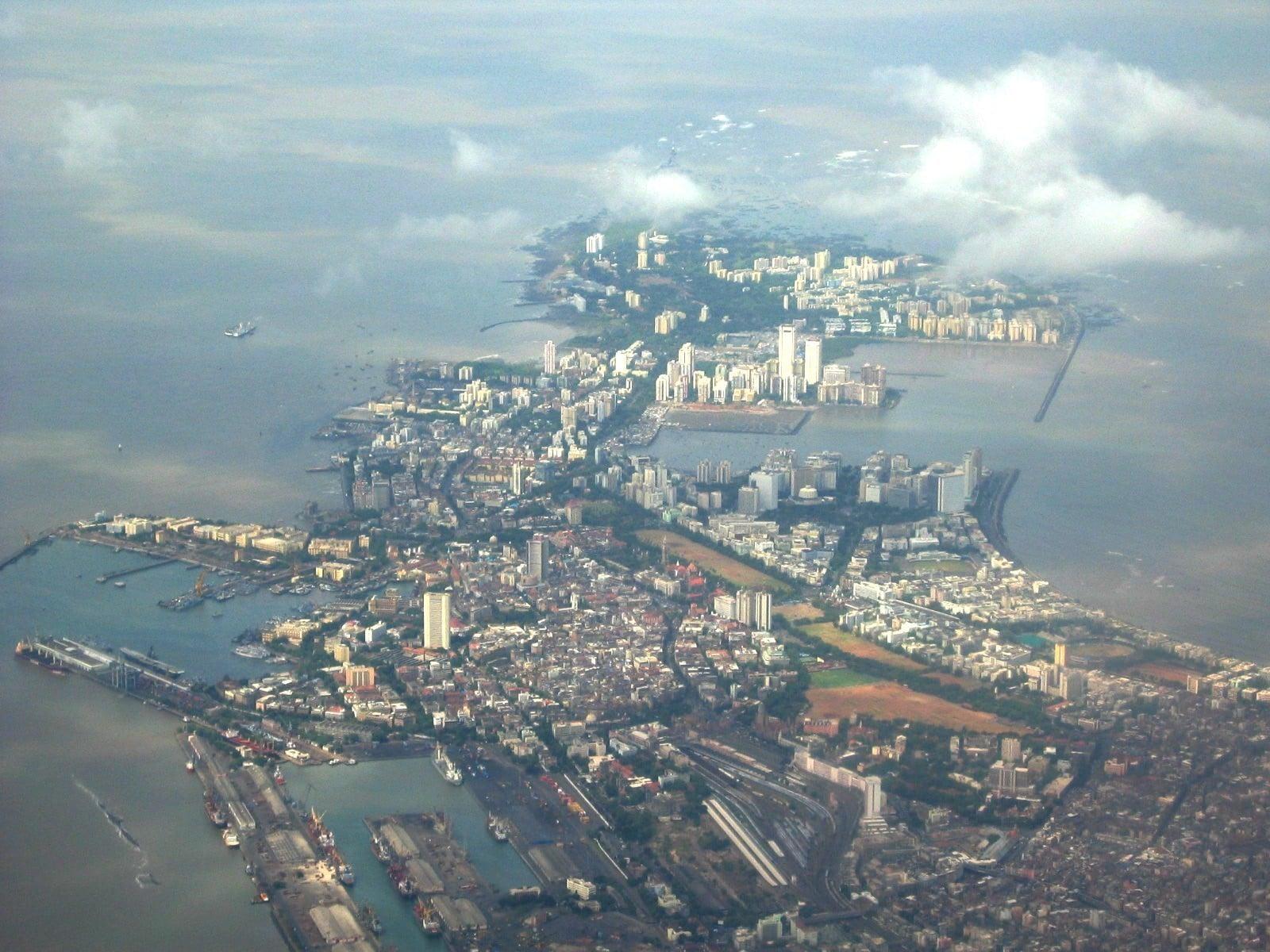 Mumbai era alcătuit la început dintr-un grup de 7 insule, care mai apoi au format peninsula
