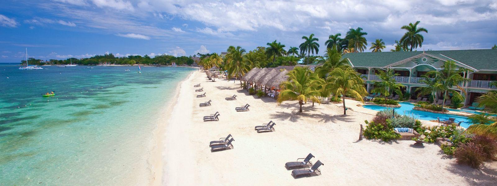 Plaja din Negril are o lungimede 12 kilometri