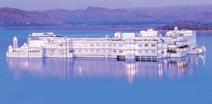 Hotelul Taj Lake Palace - unul dintre cele mai romantice hoteluri din India