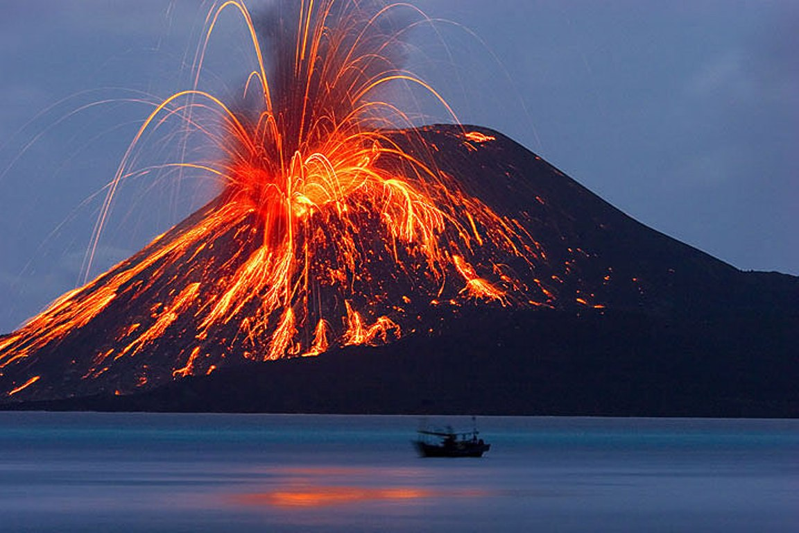 Vulcanul Krakatau, cel mai distructiv vulcan din lume