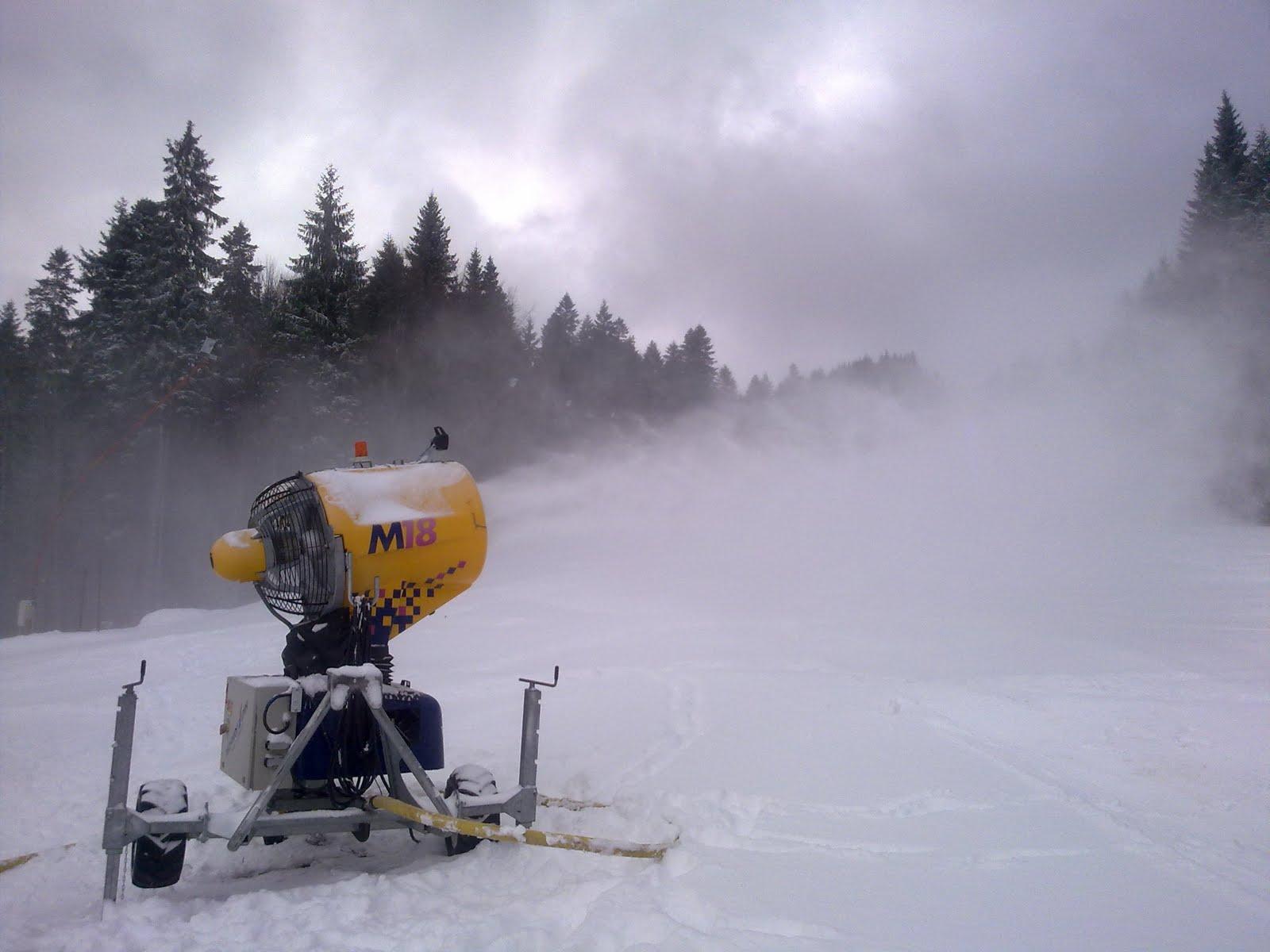 Așa arată tunurile de zăpadă artificială care întrețin pârtia
