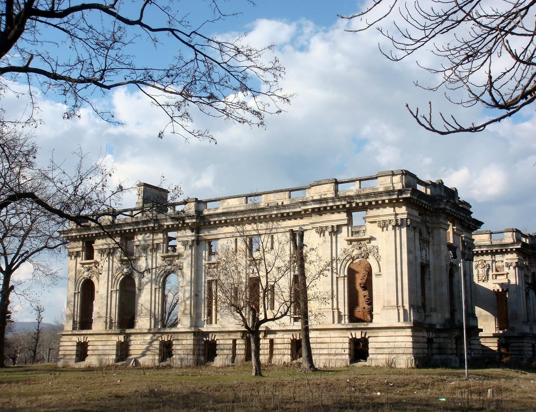 Micul Trianon de la Florești a fost construit după modelul celui de la  Versailles