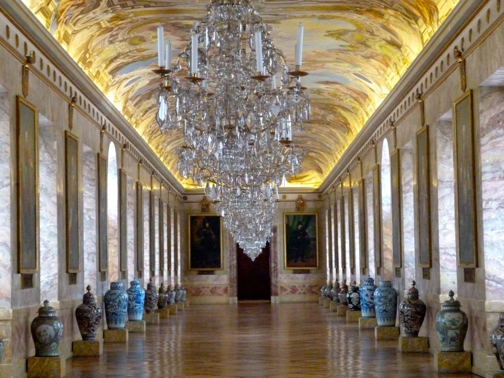 În interiorul Palatului Ludwigsburg se mai regăsesc încă diverse obiecte prețioase