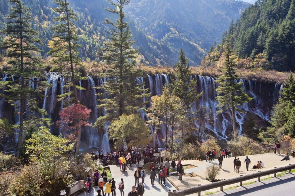 Întreaga zonă este amenajată pentru circuitul turistic fără însă a interveni prea mult în peisaj