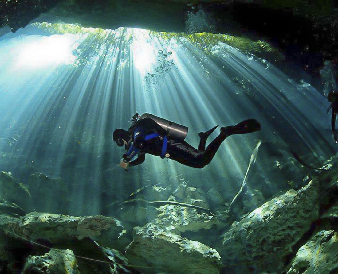 Peșteră pe care o poți explora în Riviera Maya
