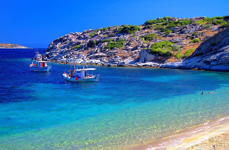 Apele cristaline și plajele întinse sunt elemente relaxante