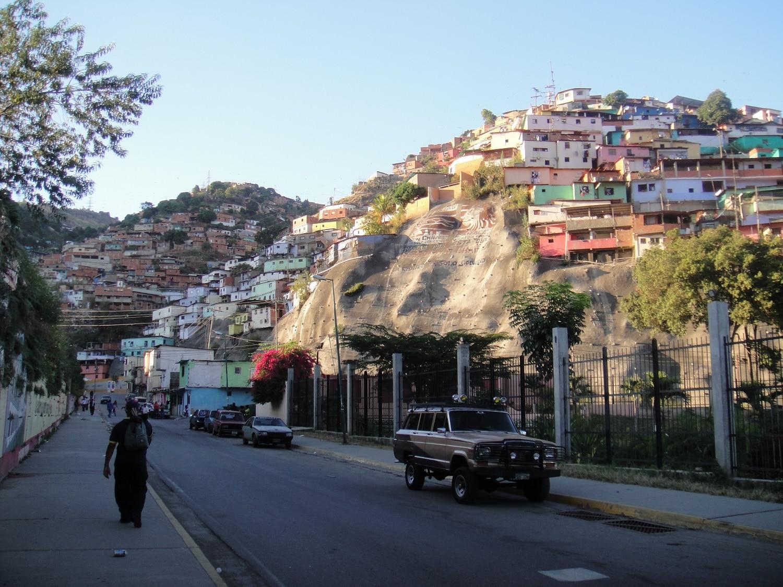 Cartierele sărace din Caracas nu sunt o imagine prea plăcută