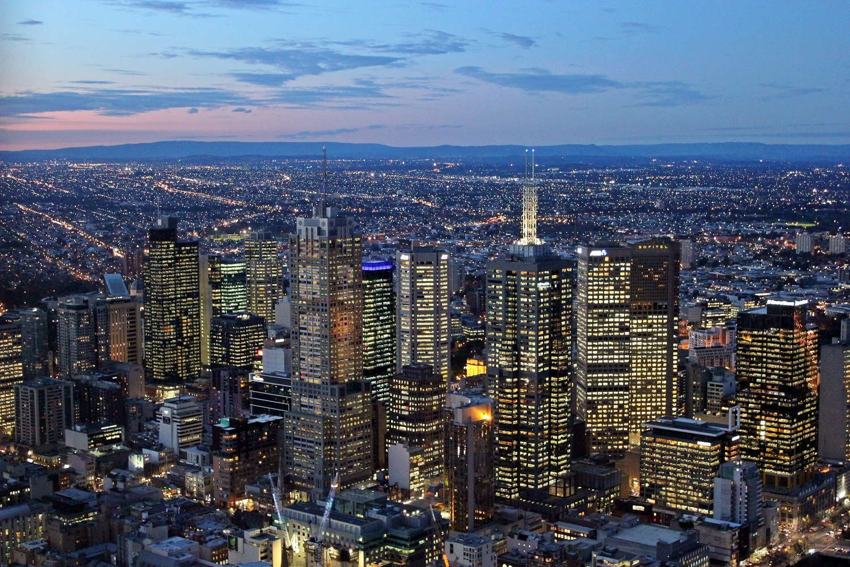 Centrul orașului este constituit în mare parte numai din clădiri moderne