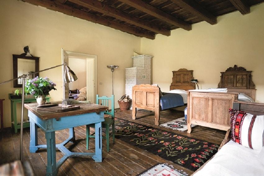 Interior cu elementele arhitecturale ale caselor săsești
