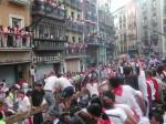 Cursele cu tauri de San Fermin și costumația tradițională a participanților