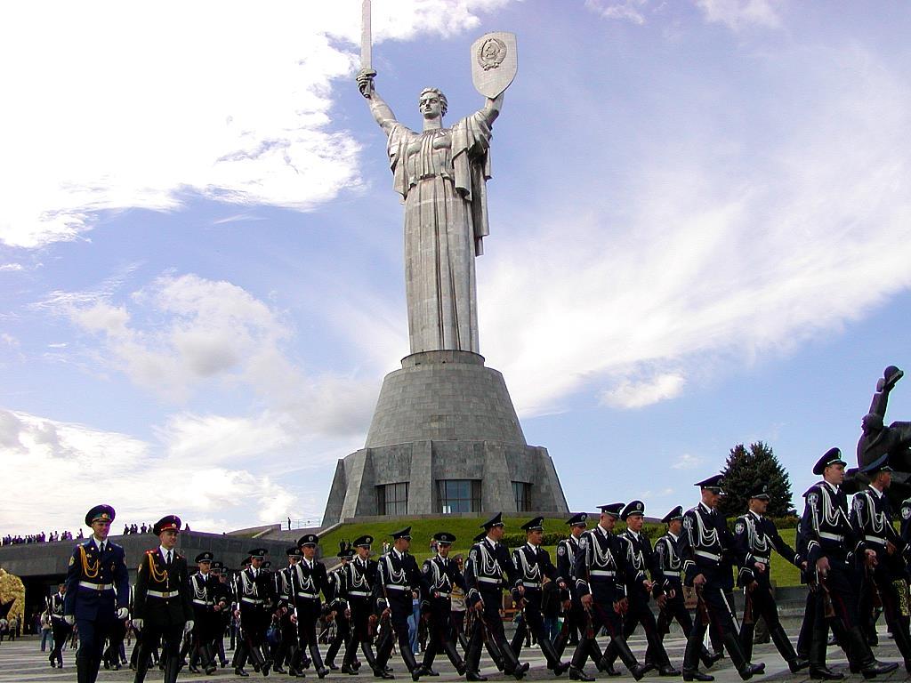 Evenimentele orașului sunt marcate de parade militare