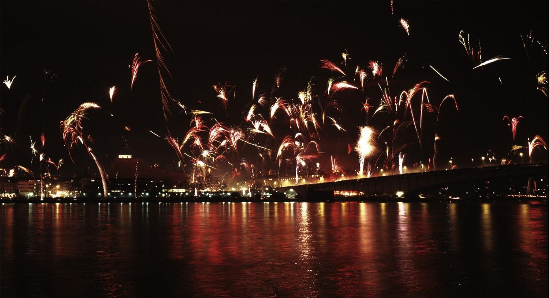 Focurile de artificii din Frankfurt sunt la fel de spectaculoase ca orașul în sine