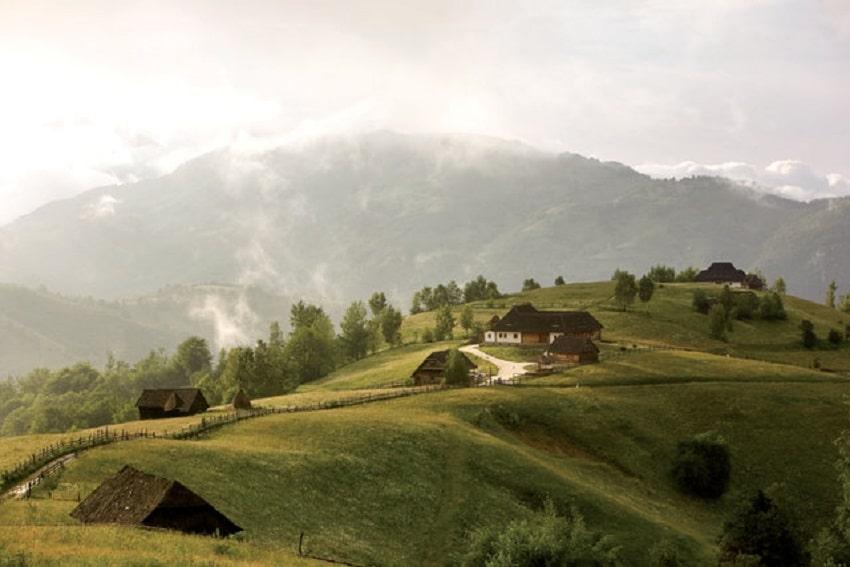 Hanul Balaban - un conac deosebit situat în apropiere de Rucăr - Bran