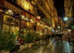 Imagine absolut superbă de pe una din străduțele din Lyon unde se află mai multe braserii și restaurante