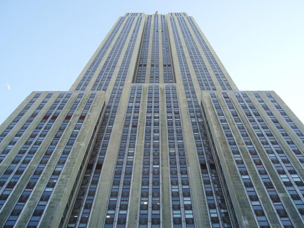 Imaginea unei clădiri colosale
