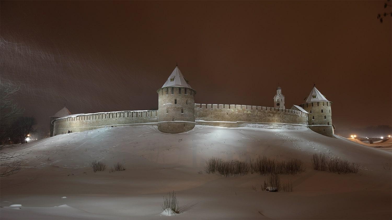 Kremlinul din Novgorod include numeroase cetăți vechi