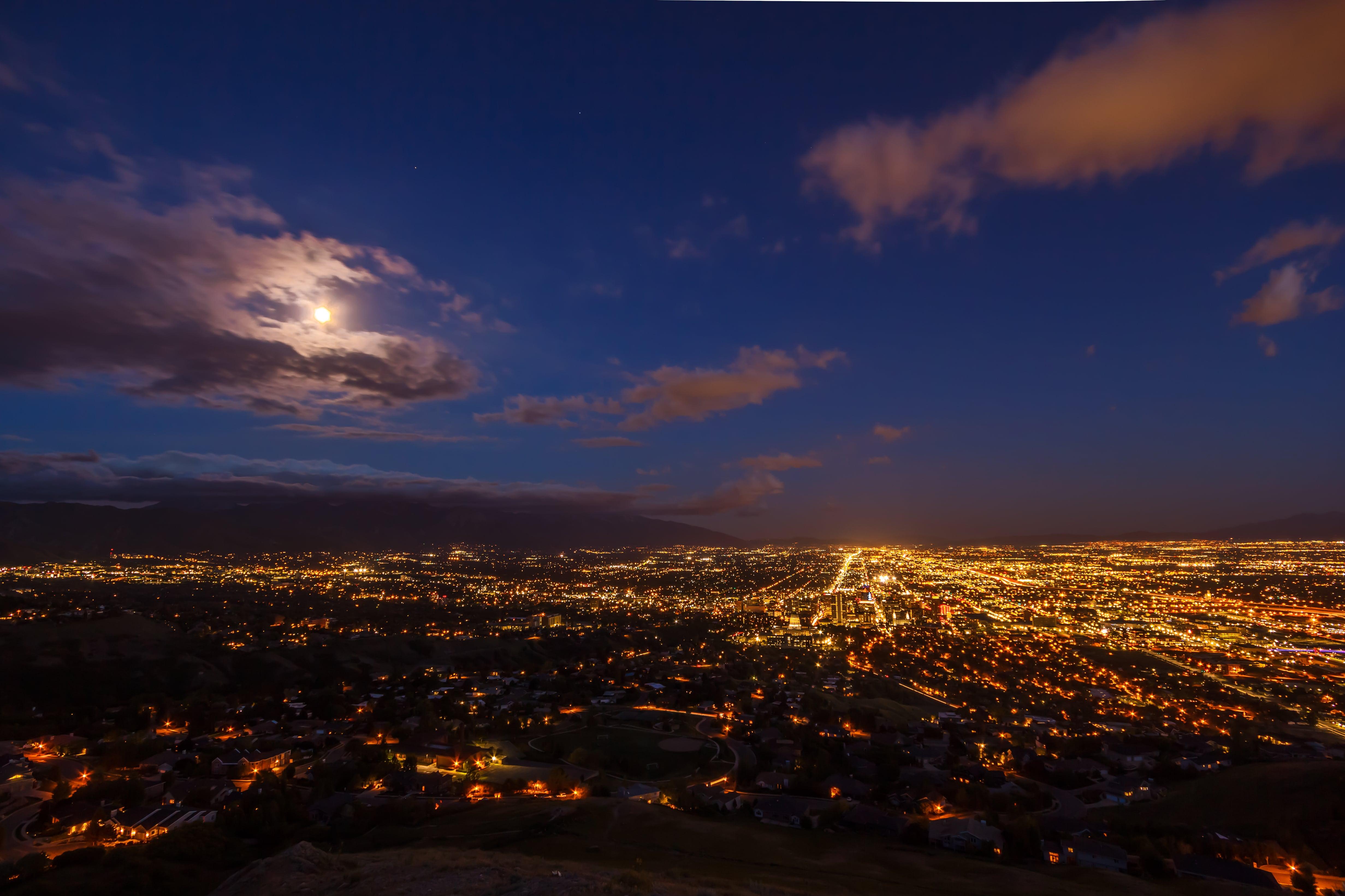 Luminile orașului