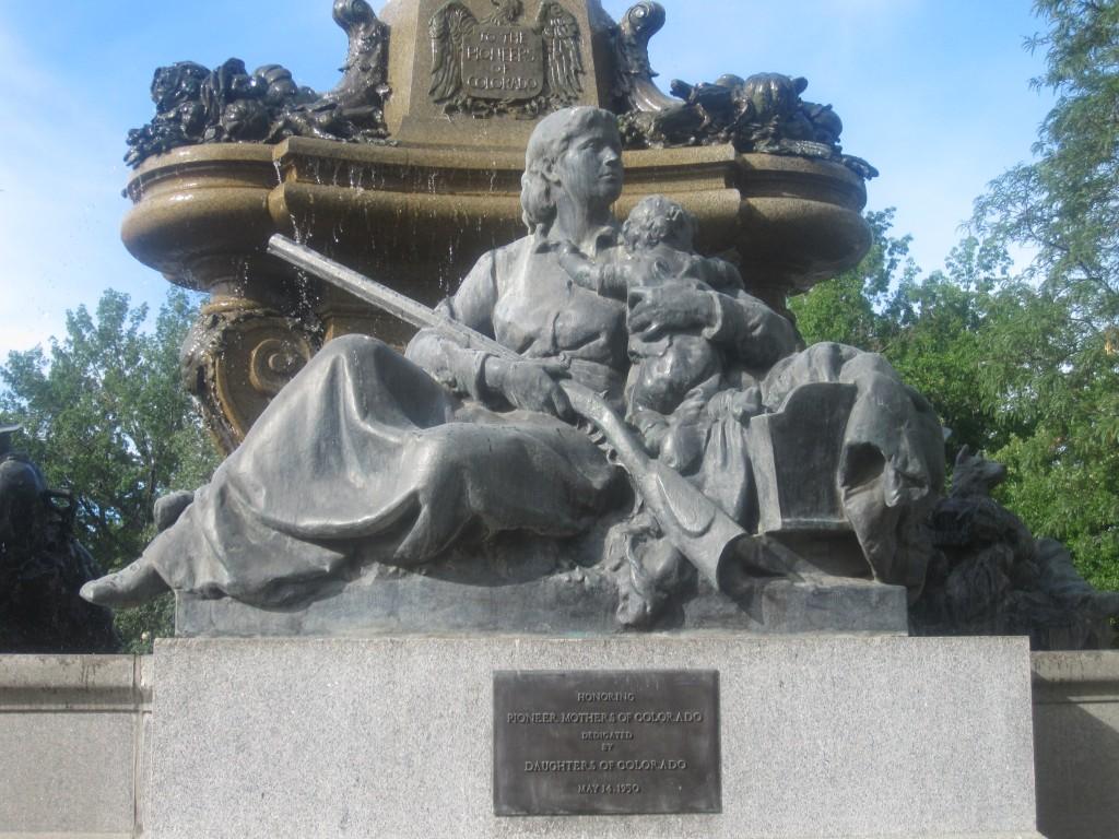 Mothers of Colorado, o statuie dedicată pionierilor sosiți aici pentru prima dată
