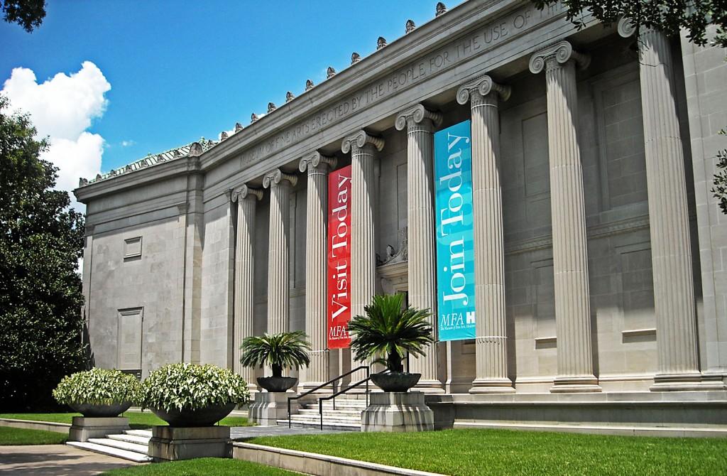 Museum of Fine Arts, ridicat de oameni pentru oameni, după cum scrie pe fațada acestuia