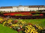 Primăvara, grădinile palatului sunt un ansamblu de flori multicolore