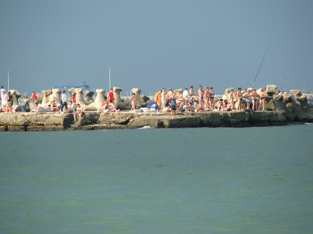 Printre stabilopozi și pescari amatori