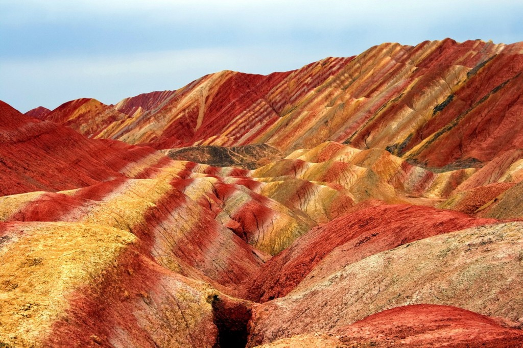 Roșu, o culoare ce predomină aici