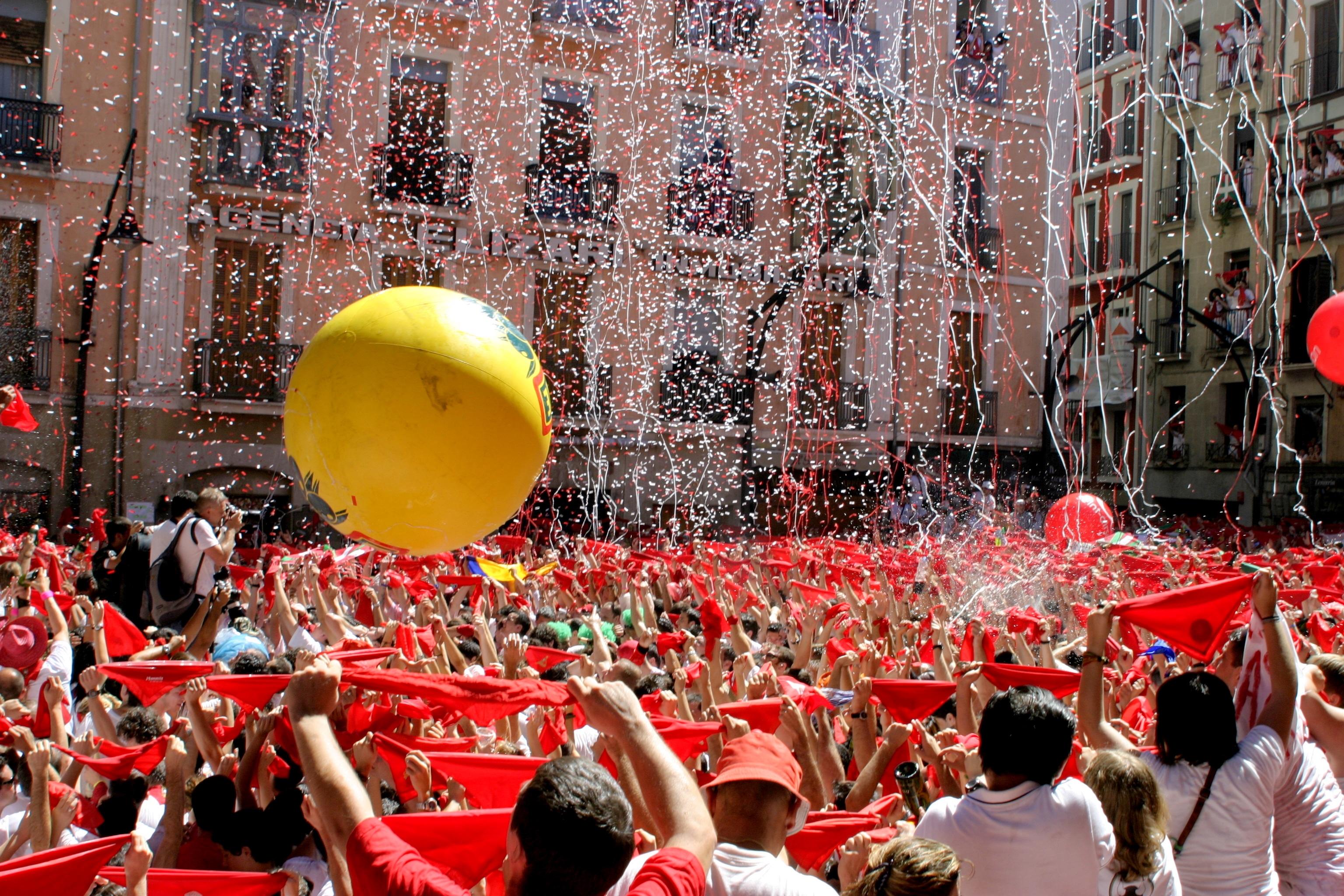 San Fermin este acea perioadă din an când Pamplona o ia complet razna
