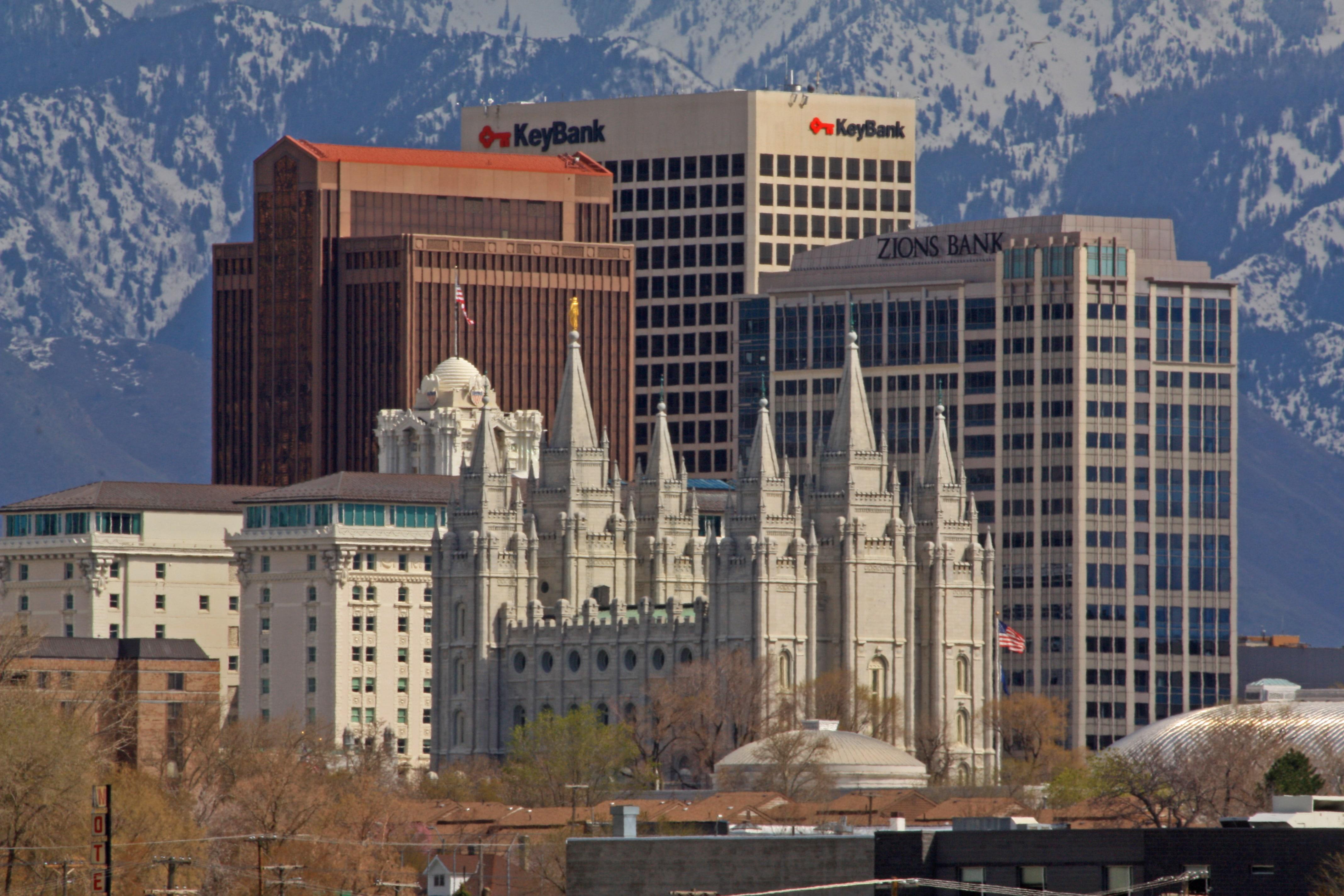 Templul Mormon și băncile