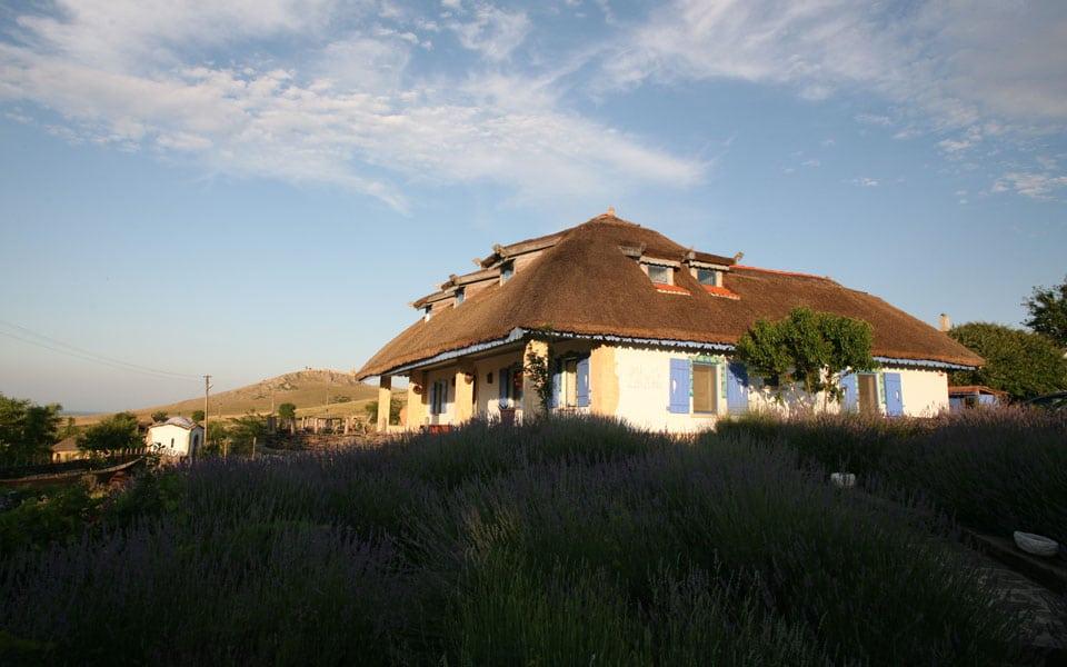 Spațiu de cazare autentic dobrogean  în Enisala Safari Village