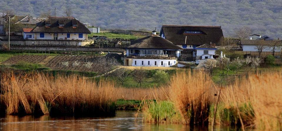 Satul pescăresc de 5 stele din Delta Dunării - Enisala Safari Village