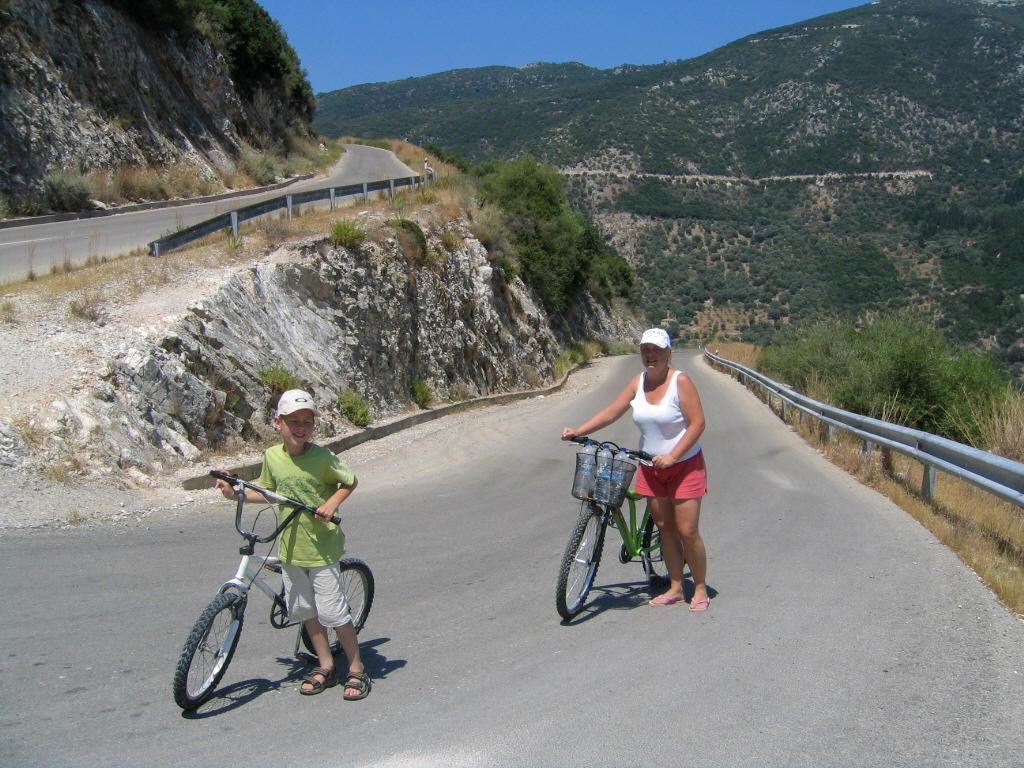 Serpentine ideale pentru mountain bike în Lefkada