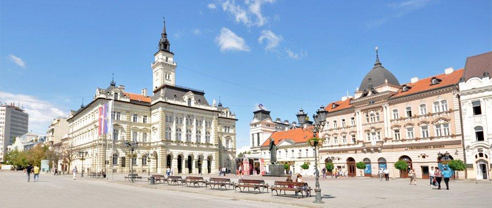 La plimbare prin centrul orașului Novi Sad din Serbia