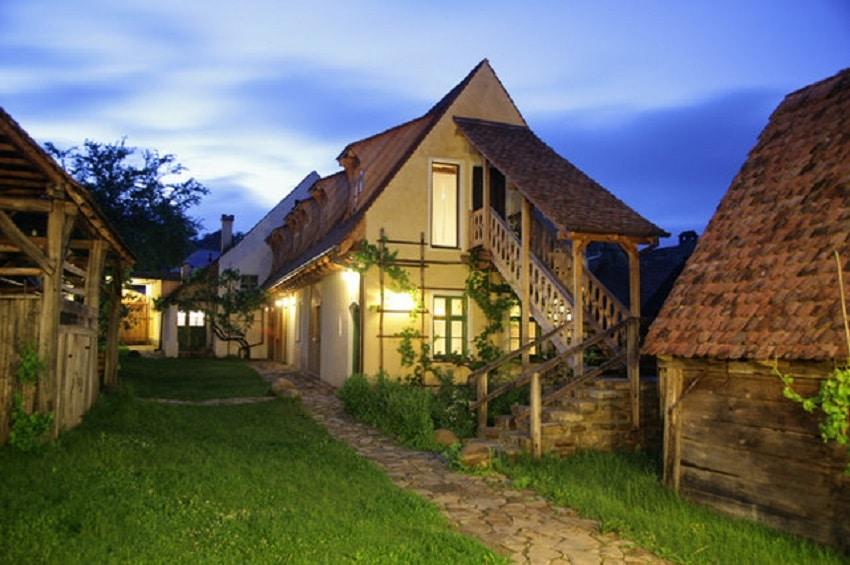 Viscri 125 - O casă restaurată, transformată într-un conac de lux