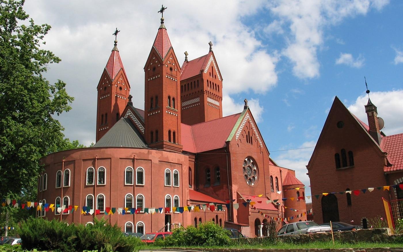 Bisericile din Minsk urmează liniile arhitecturii rusești