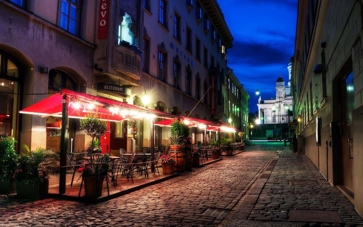 Cartierele vechi din Helsinki încă mai păstrează străduțele înguste cu piatră