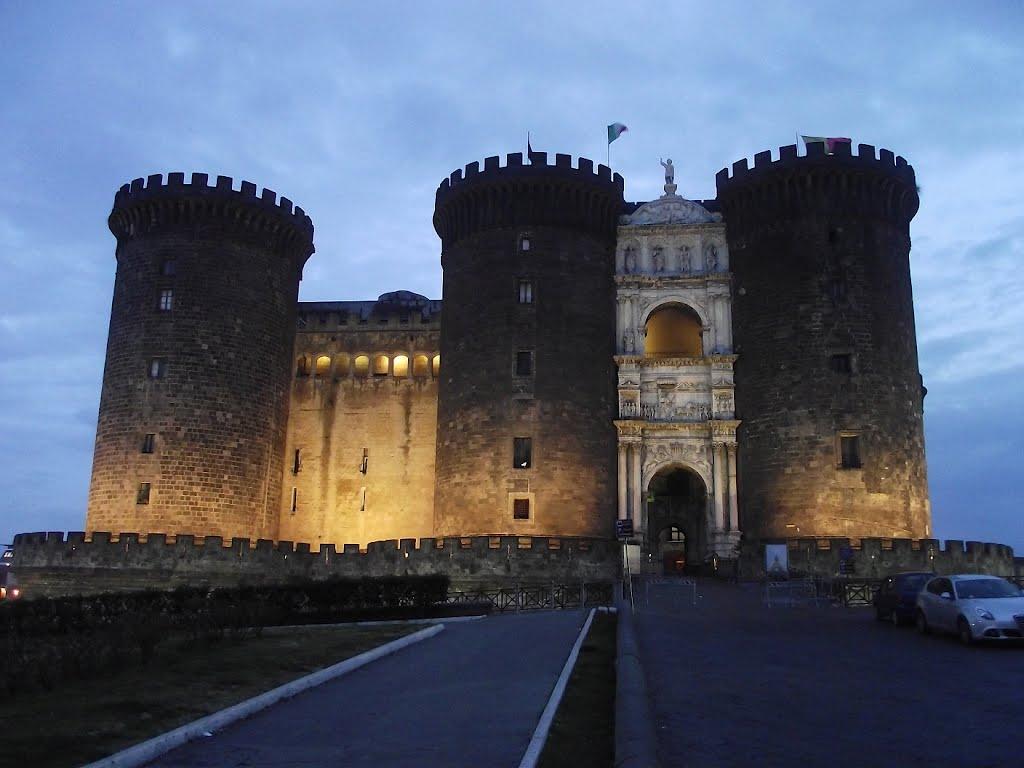 Castel Nuovo, o construcție grandioasă