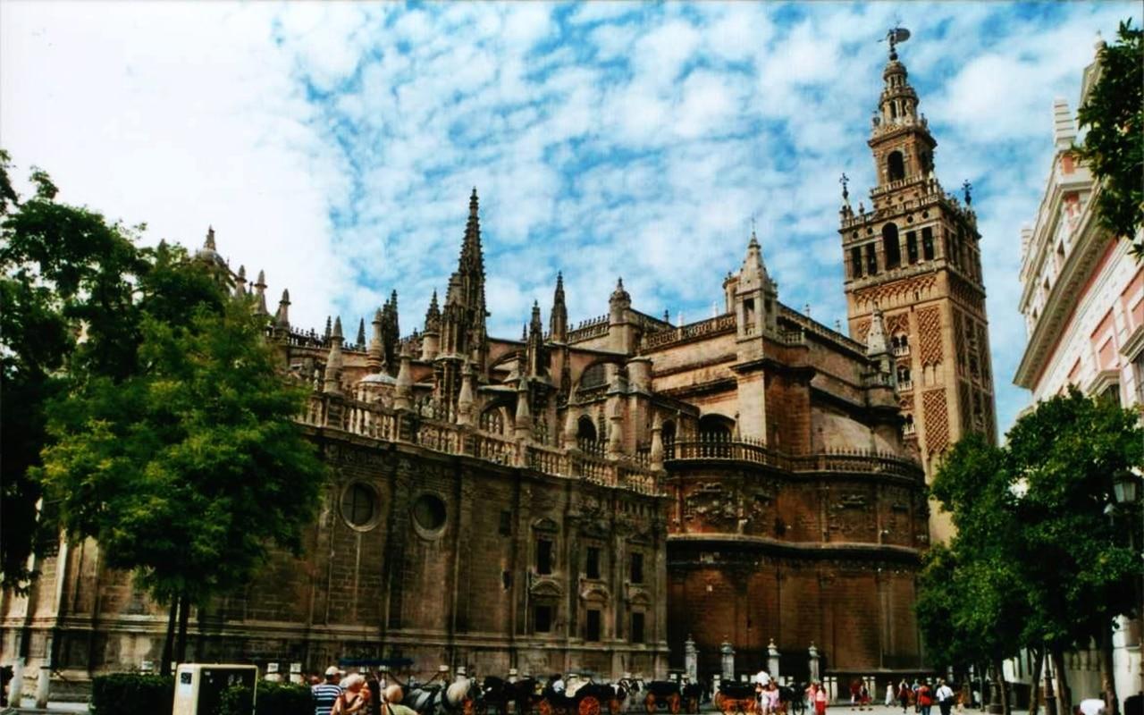 Catedrala din Sevilia, o construcție impunătoare