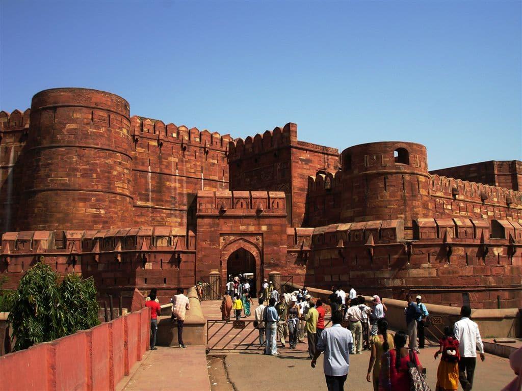 Fortul din Agra este vizitat în permanență de către turiștii curioși