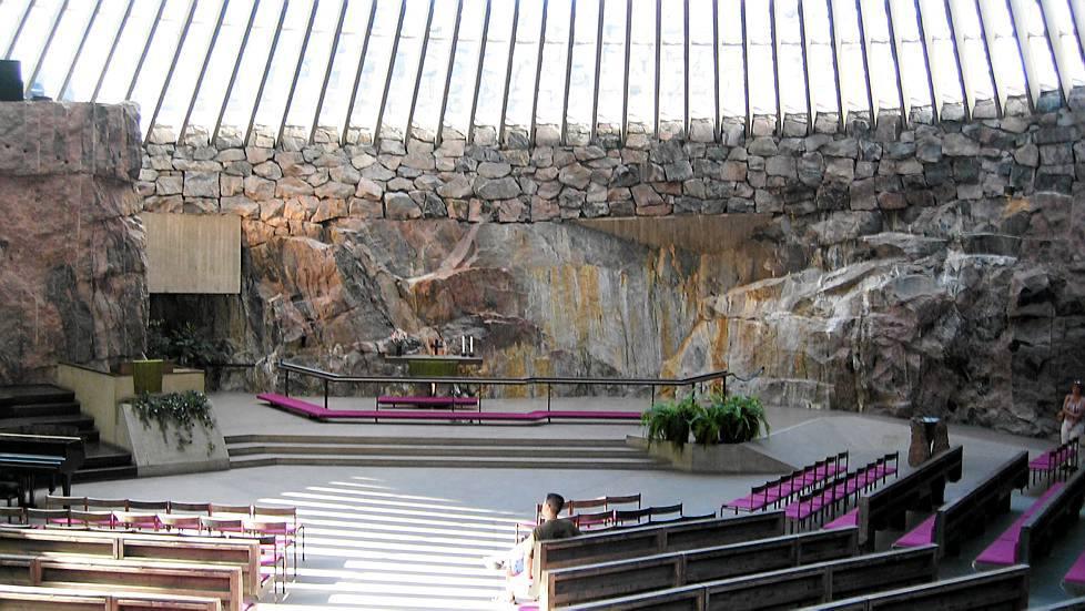 Interiorul Bisericii din Rocă