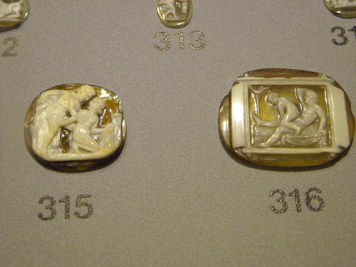 Numeroase obiecte interesante sunt afișate în muzeele din Napoli