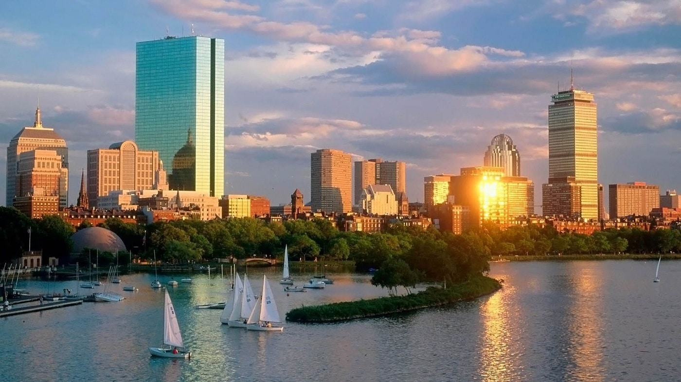 O plimbare pe apă deazvăluie și mai mult din frumusețea orașului