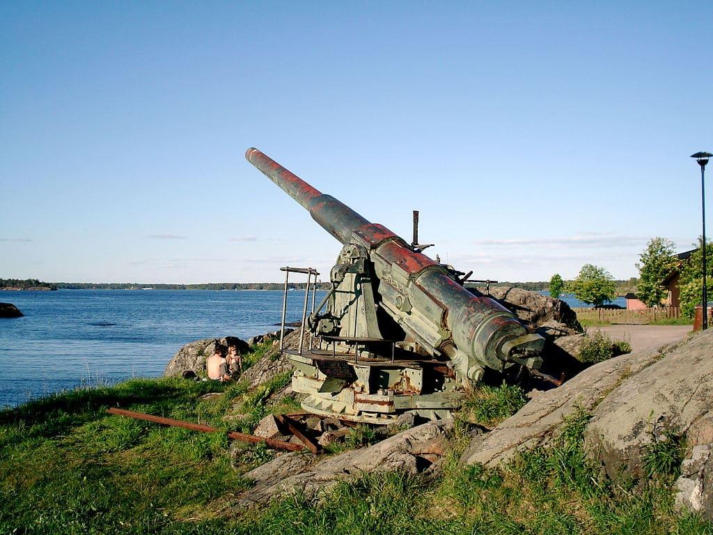 Tunurile vechi din Suomenlinna încă mai reamintesc de vremurile tulburi de demult