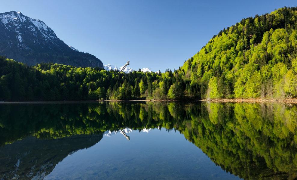 Apele lacului sunt apreciate pentru claritatea lor