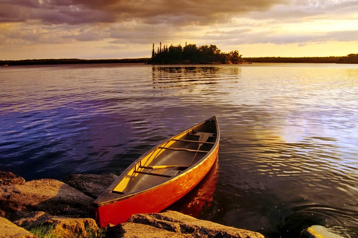 Bărcuțele de pe lac sunt oricând pregătite pentru o plimbare