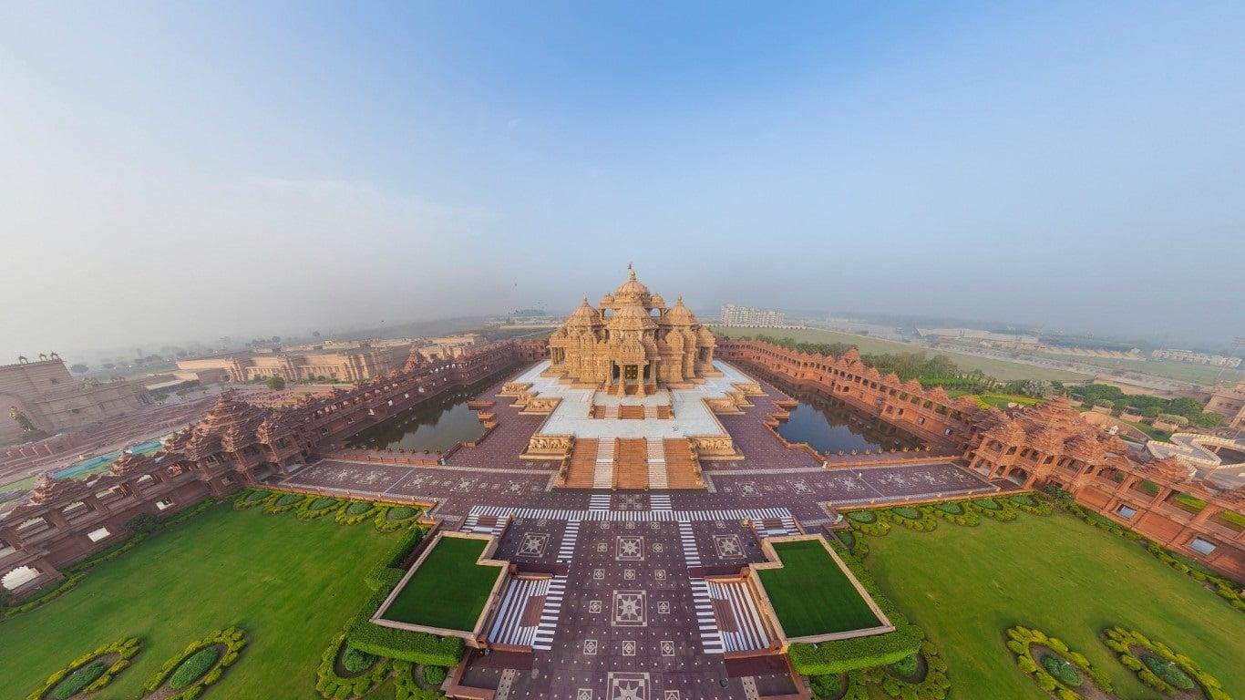 Edificiul schimbă complet orizontul capitalei indiene