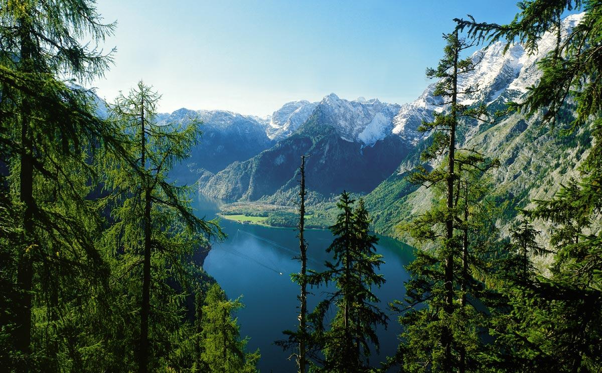 Lacul Königssee crează un cadru natural uimitor
