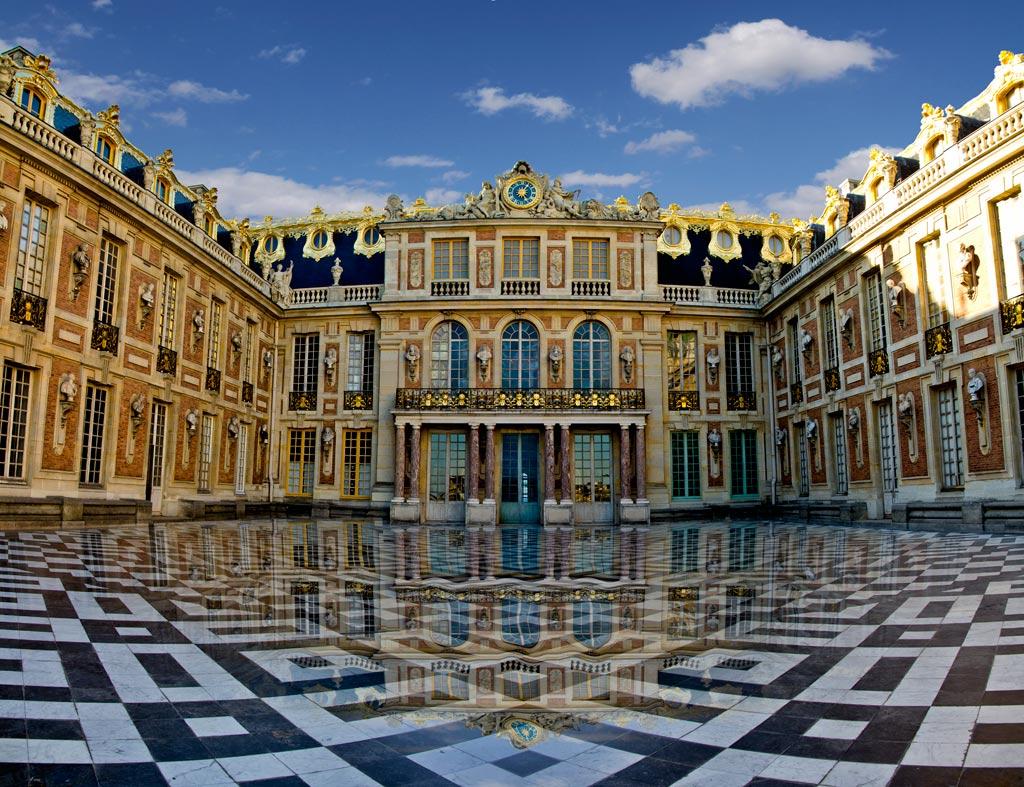 Palatul Versailles, curtea interioară